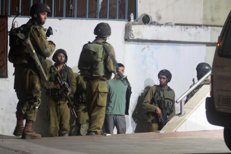 الاحتلال يستدعي 3 شبان من الخليل