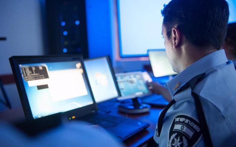 يديعوت: متابعة وفحص دوري لأجهزة وحسابات الجنود