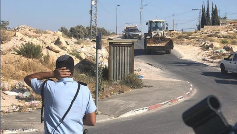 الاحتلال يحتجز محافظ القدس على مدخل صور باهر