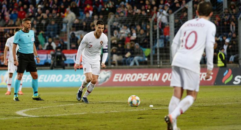 كريستيانو رونالدو يصف ملعب مباراة لوكسمبورغ بحقل البطاطس