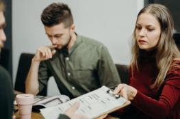 استطلاع: الرجال يحتاجون جهدا وذكاء أقل من النساء للنجاح