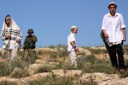 مستوطنون يعربدون على المواطنين شرق يطا جنوب الخليل
