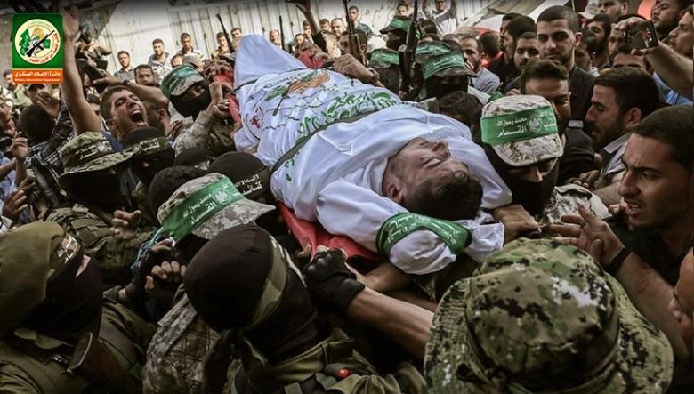 القسام يزف مجاهداً توفي بعد صراع مع المرض