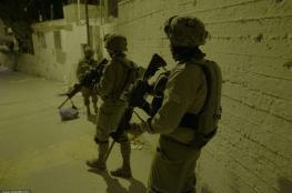 الاحتلال يعتقل 12 مواطنا من مدن الضفة