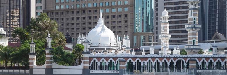 لماذا نستمر ببناء المساجد بينما يموت الفقراء جوعا؟!