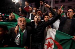 الجزائريون يحتفلون بتنحي بوتفليقة ويؤكدون استمرار حراكهم