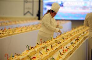 كعكة بطول 633 متراً لدخول موسوعة غينيس