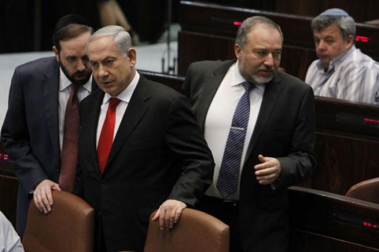 """ليبرمان: """"إسرائيل"""" تتوسل مصر لتهدئة الوضع بغزة"""