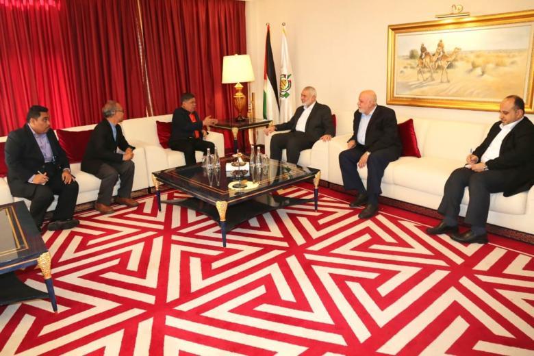 هنية يستقبل وزير الدفاع الماليزي خلال زيارته لقطر