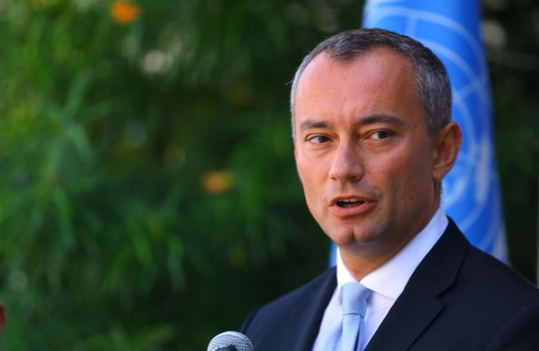 ميلادينوف يحذر من انهيار السلطة نتيجة الأزمة المالية