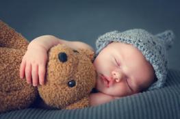 كم عدد ساعات نوم الطفل في الشهر الثاني؟