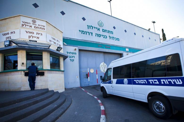"""الاحتلال يعيد الأسير وليد شرف مجددا إلى معتقل """"عيادة الرملة"""""""