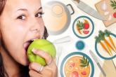 بعد تناول السكريات.. المضغ يحمي أسنانك من التسوس