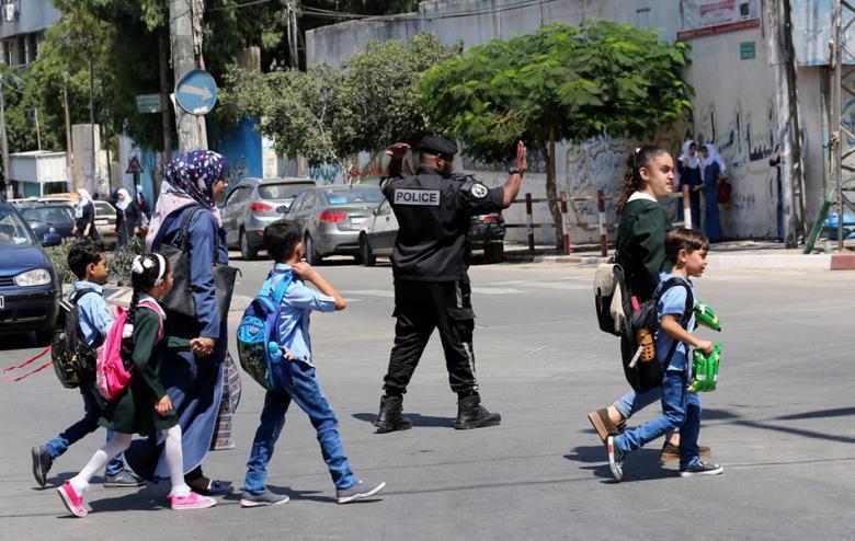 """""""المرور"""" تنظم الشوارع والمفترقات مع بداية العام الدراسي"""