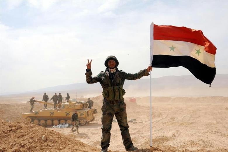 الجيش السوري يقترب من تطويق داعش في البادية