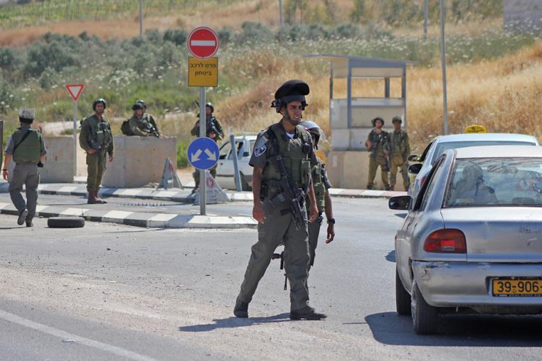 سيارة فلسطينية تقتحم حاجزا إسرائيليا جنوب نابلس