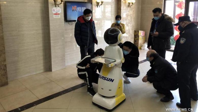 الرجال الآليون.. من جنود الصين في حربها على فيروس كورونا