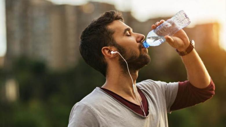 مع ارتفاع درجات الحرارة.. نصائح لتفادي الجفاف في رمضان