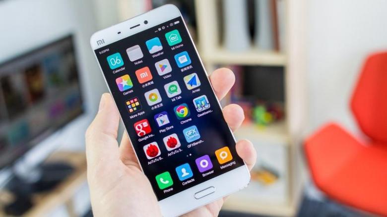 لماذا الهواتف المحمولة مستطيلة الشكل دائماً؟