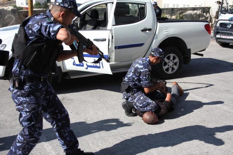 رام الله: القبض على شخص صادر بحقه مذكرات قضائية