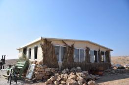 مستوطنون ينصبون بيوتا متنقلة جديدة بالأغوار