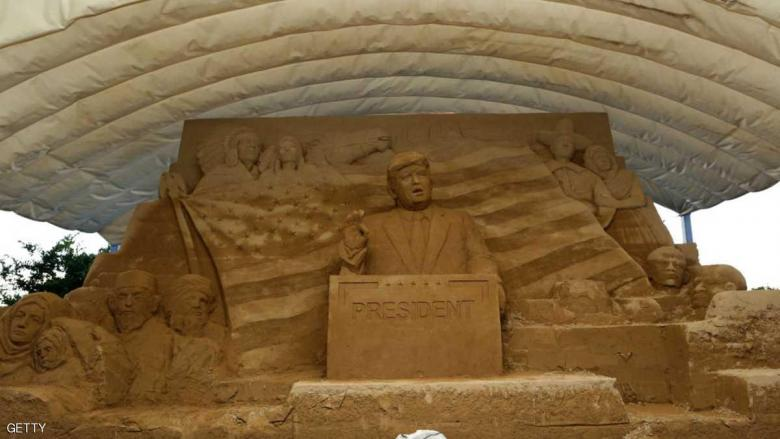 متحف ياباني يحتفي بترامب على الرمال