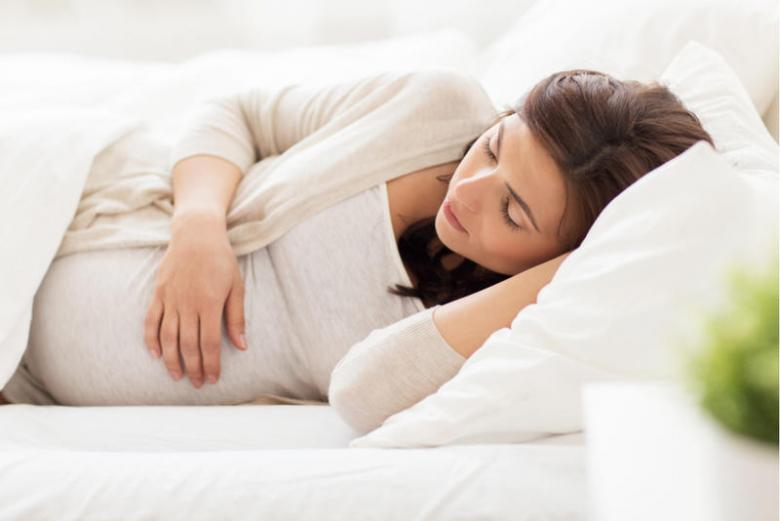 دراسة تحذر الحوامل من وضعيات النوم الخاطئة!!