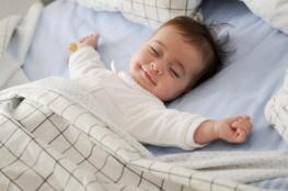 حاولت كل الطرق مع طفلي لكنه لا ينام.. ماذا أفعل؟