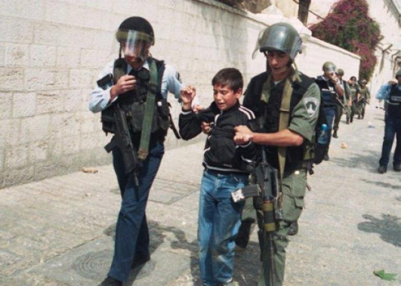 الاحتلال يفرج عن طفل مقدسي ويمدد اعتقال آخر