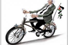 من يقود الدراجة؟