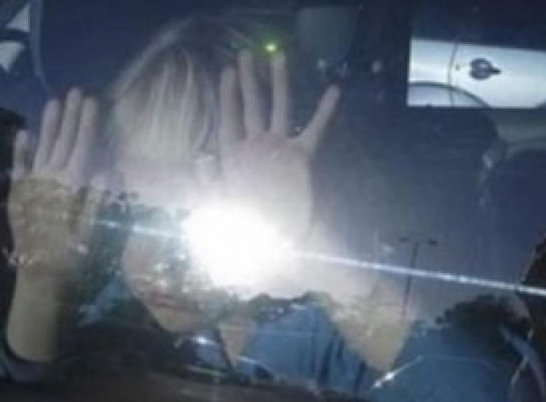 طفل نسيه أهله داخل سيارة يدخل العناية المكثفة
