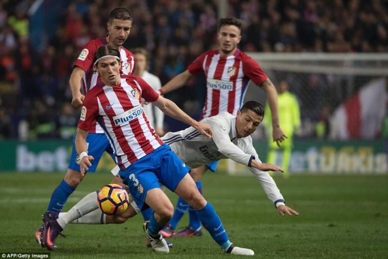 مدافع أتلتيكو: رونالدو لم يلعب إلا شهرين و ميسي الأفضل