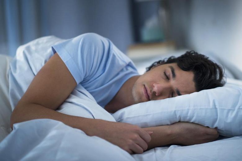 لماذا يتكلم البعض أثناء النوم؟