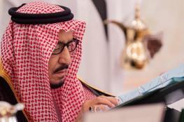 كاتب سعودي: الملك سلمان قرأ 120 ألف كتاب.. وسخرية