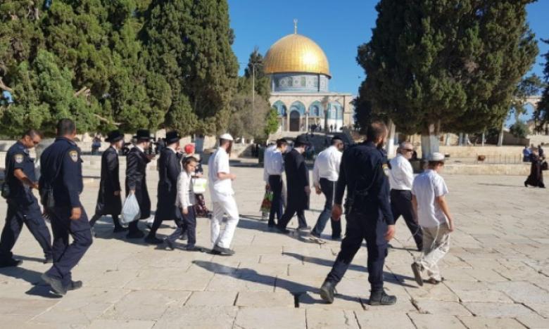 """مستوطنون و""""حاخامات"""" يقتحمون المسجد الأقصى"""