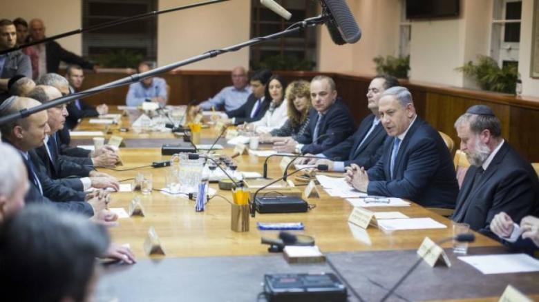 رئيس الائتلاف الحكومي الإسرائيلي يهدد بحل الحكومة