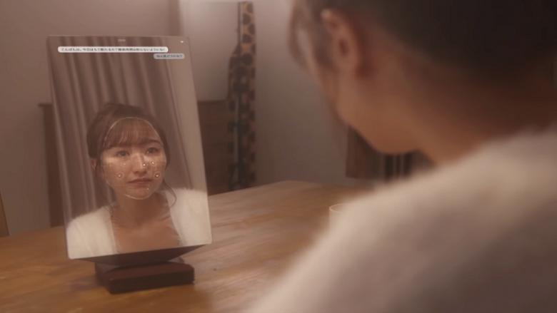 مرآة ذكية تخبرك بمدى جمالك وتقدم لك الإطراء