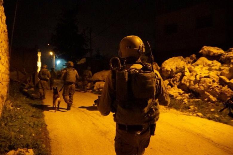 الاحتلال يعتقل 30 مواطناً من الضفة
