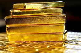 هبوط للذهب مع صعود الدولار الأميركي