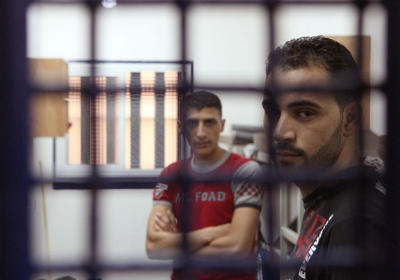 إضراب للحركة الأسيرة احتجاجاً على قطع السلطة لرواتب أسرى غزة