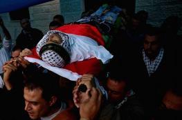 """بالصور: الآلاف يشيعون جثمان الشهيد """"مهند الحلبي"""" برام الله"""