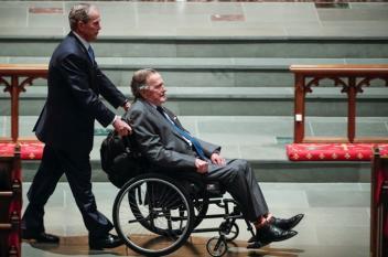 مقتل طبيب بوش الأب سابقا.. تلقى رصاصتين في مركز طبي