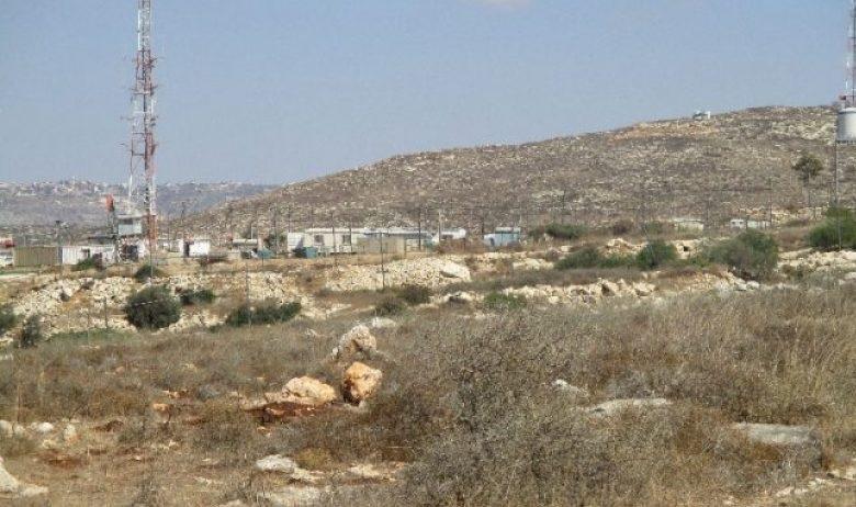 الاحتلال يخطر بمصادرة أراضي زراعية بطولكرم