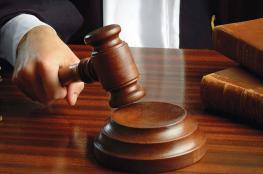 الأشغال الشاقة 10 سنوات وغرامة مالية لمدان بتهمة حيازة المخدرات