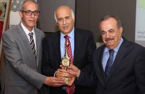 تكريم جبريل الرجوب كأفضل شخصية رياضية عربية