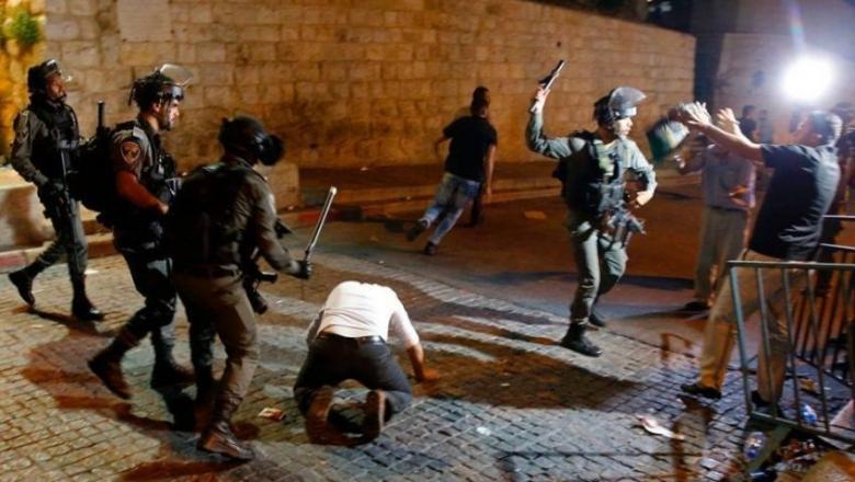 الاحتلال يطرد المعتكفين من المسجد الأقصى بالقوة