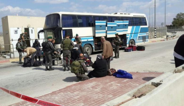 """الاحتلال يمنع 10 مواطنين من السفر عبر """"الكرامة"""""""