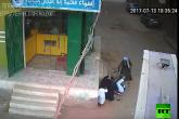 أب يطلق النار بوحشية على ولده ويقتله أمام والدته