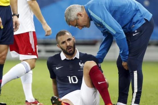 إصابة بنزيمة تثير قلق فرنسا وريال مدريد