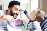 انتبه أيّها الأب، وجودك يُعزّز قدرة طفلكَ على التعلّم!